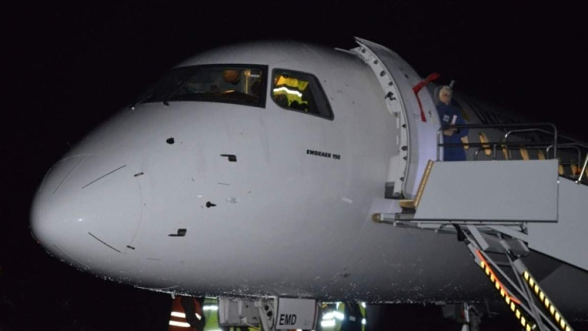 В Івано-Франківську аварійно приземлився літак із 90 пасажирами на борту
