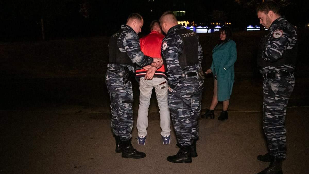 В киевском ресторане пьяный мужчина при детях избил жену и угрожал ножом посетителям