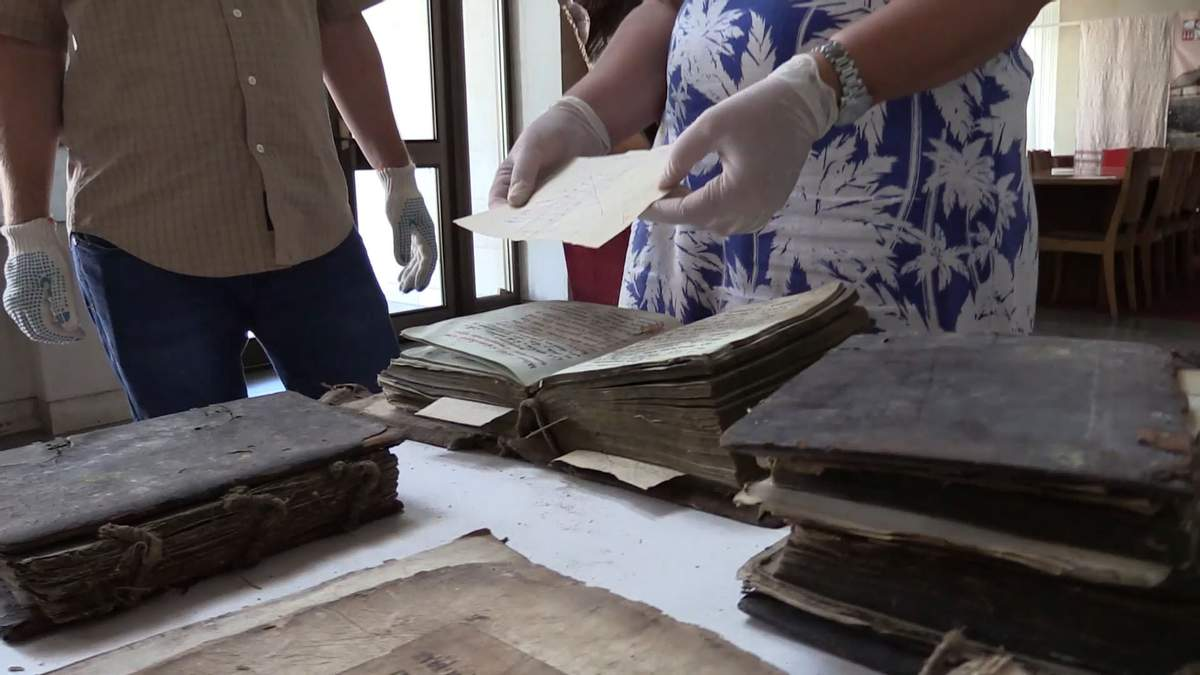 Історична цінність під горою мотлоху: які стародруки знайшли на Черкащині