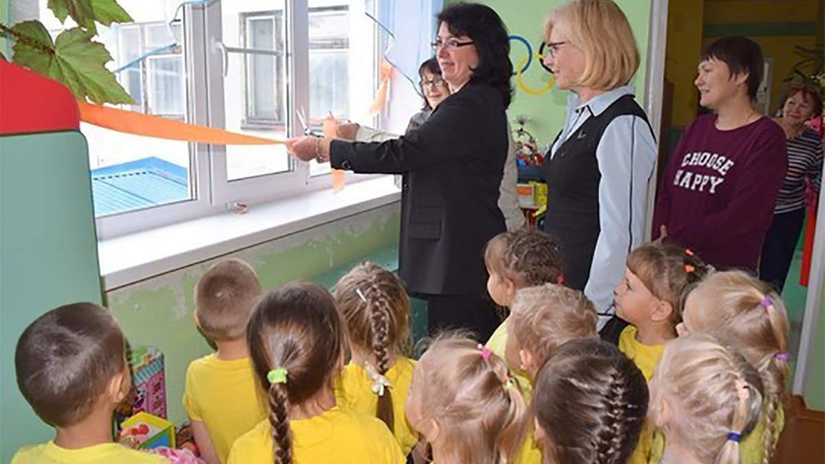 В России в Коми чиновники торжественно открыли новые окна и балконные двери в детсаду