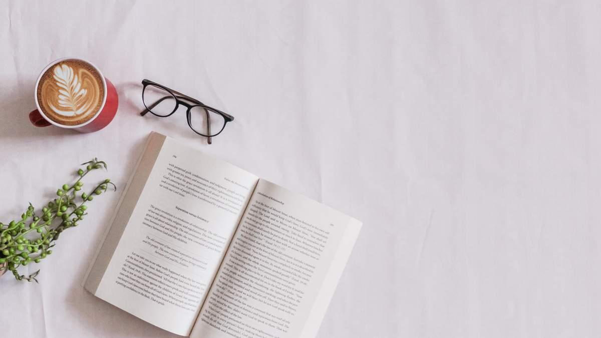 12 книг до осінніх днів з чаєм