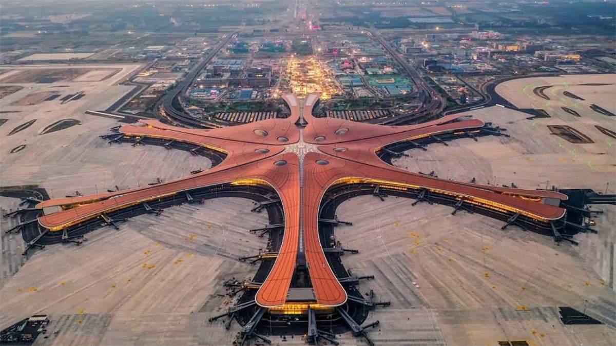 У Китаї відкрили найбільший у світі аеропорт: фото та відео