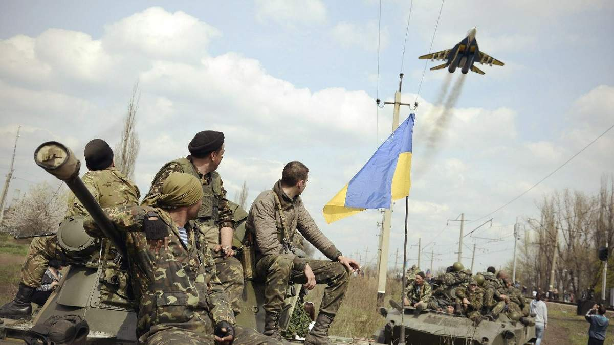 Внаслідок ворожих обстрілів на Донбасі український військовий отримав поранення
