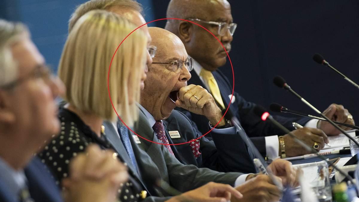Уилбур Росс зевает на снимке
