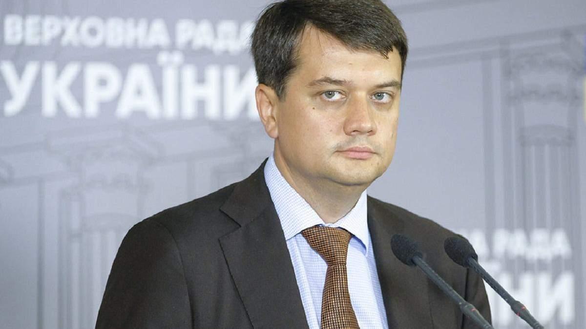 """Съезд """"Слуги народа"""" может убрать Разумкова с должности главы партии"""