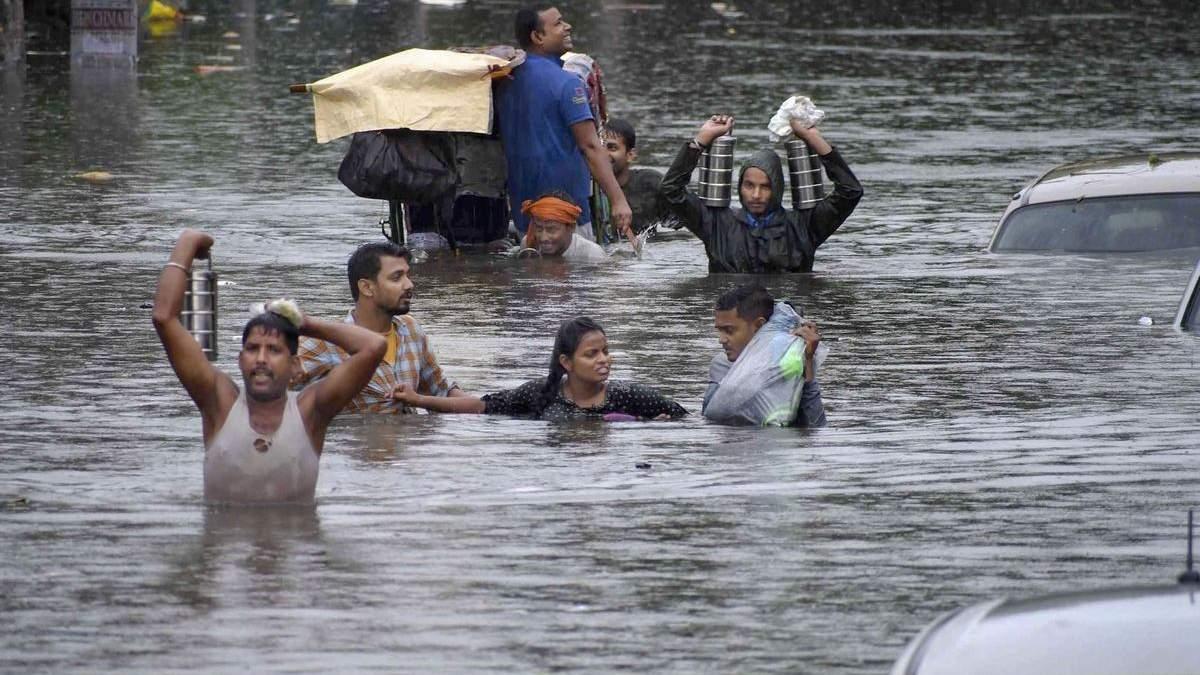 Наводнение в Индии – видео: последние новости, более 100 жертв