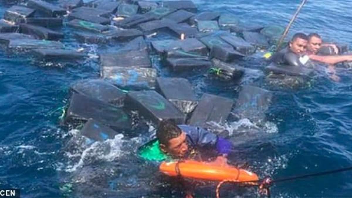 Кокаїн врятував життя: як з океану виловлювали наркодилерів – відео