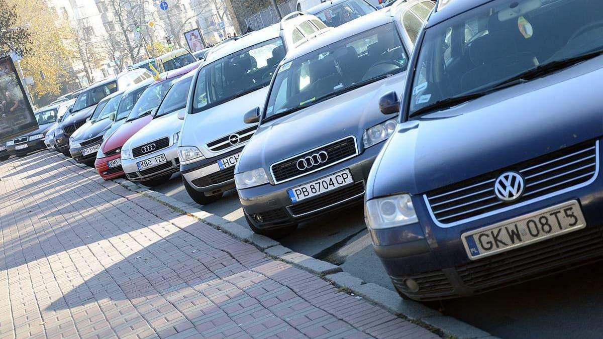 Власники євроблях вимагають розглянути законопроєкт про доступне розмитнення авто на єврономерах і скасування акцизу