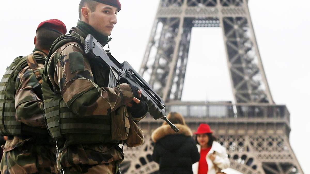 В Париже работник полиции убил 4 коллег