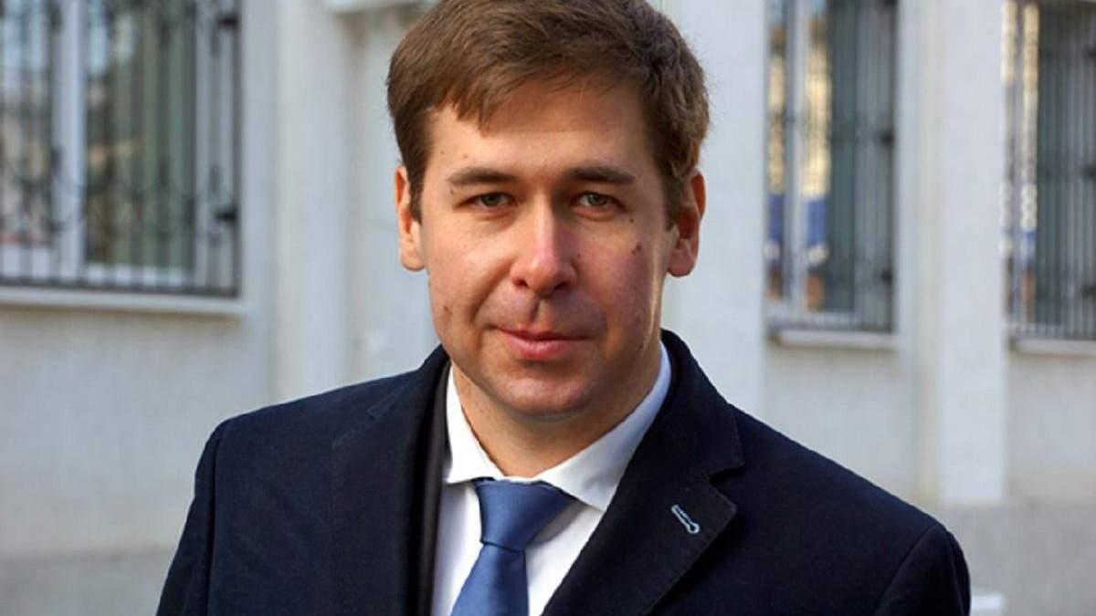 Илья Новиков в суде будет защищать Петра Порошенко