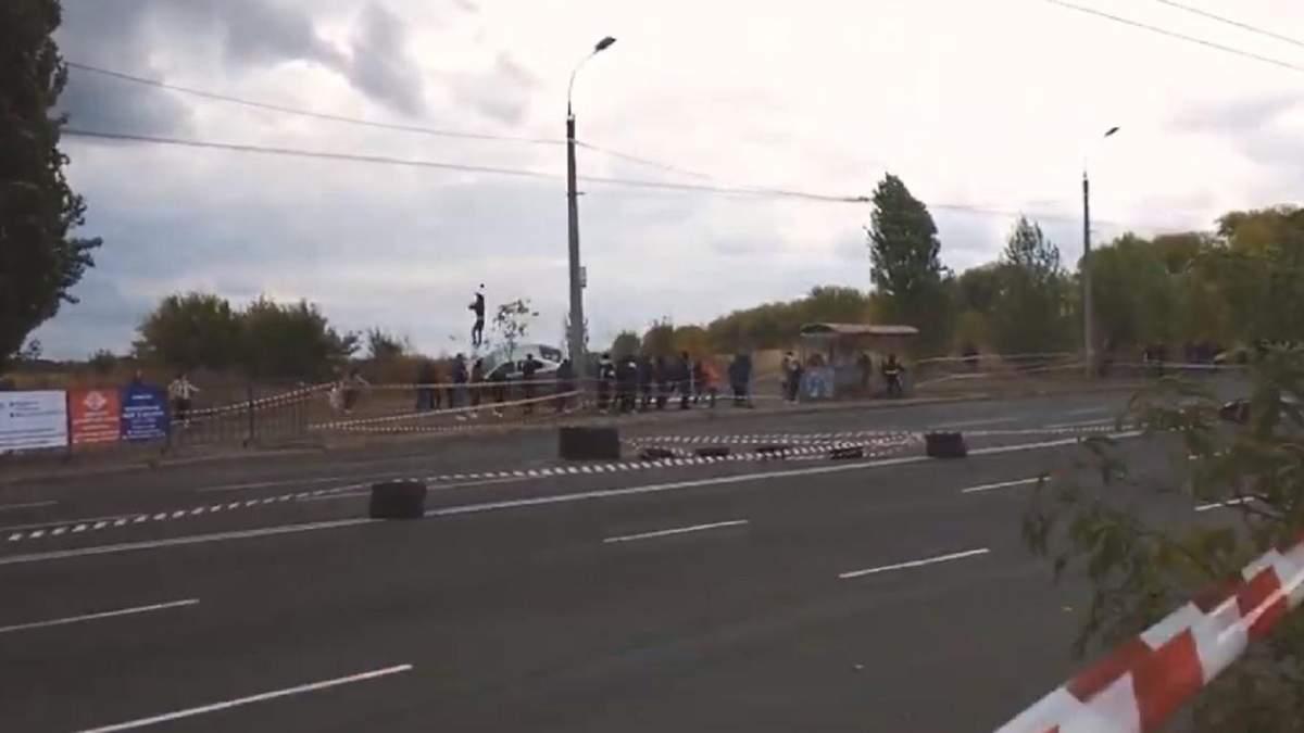 Автомобіль збив людину на перегонах у Черкасах