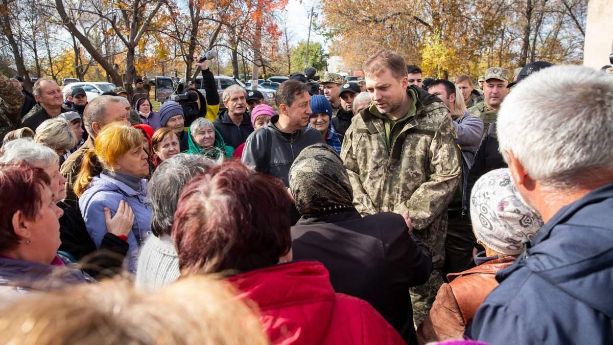 Министр обороны Загороднюк в Золотом: местные жители поддерживают разведение войск – фото