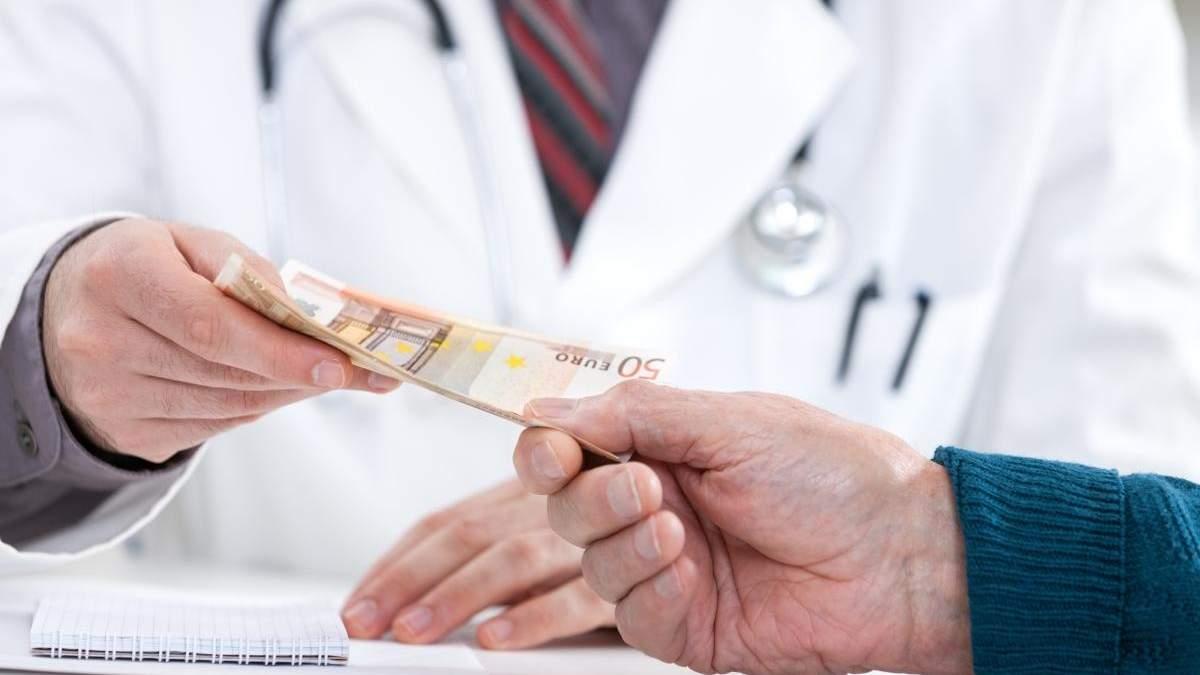 Затримання лікаря з фантастичним хабарем на робочому місці: які можуть бути наслідки