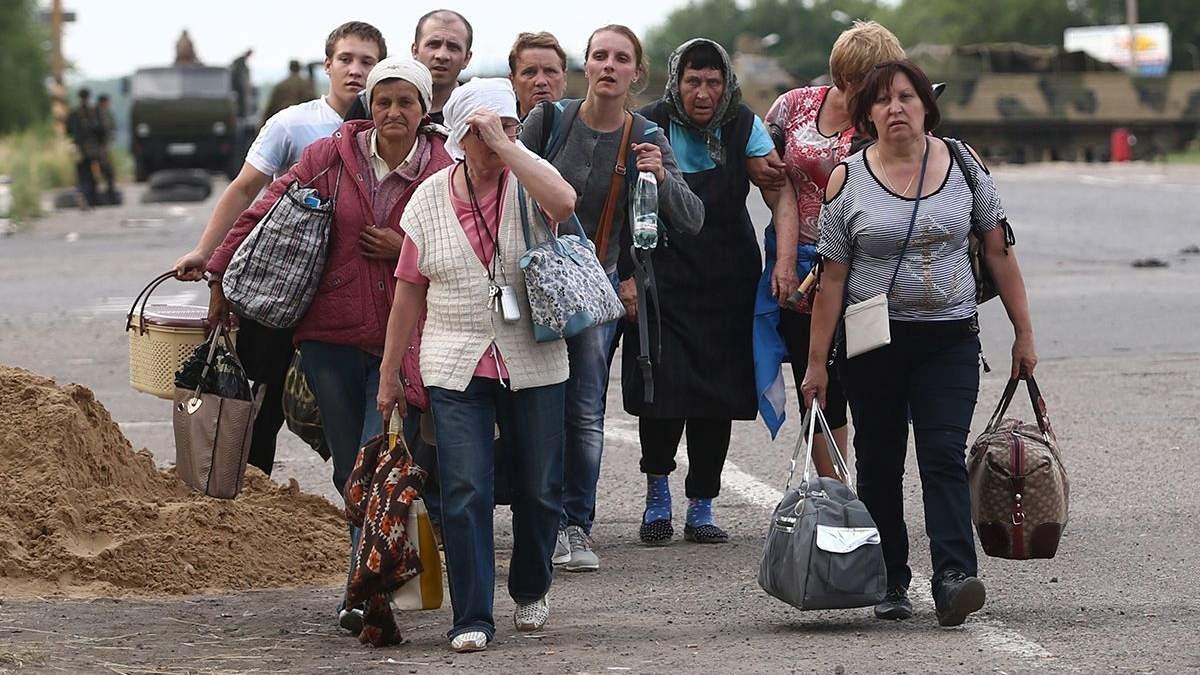 Скільки переселенців планують повернутися на Донбас після завершення бойових дій