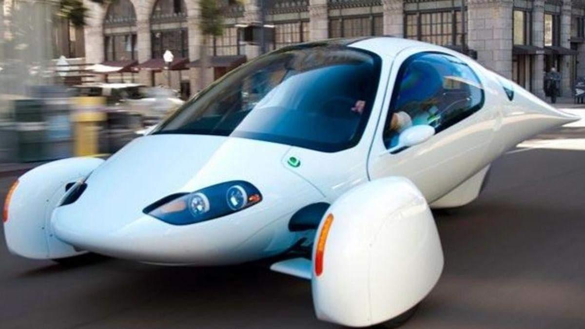 Триколісний електромобіль із сонячними батареями