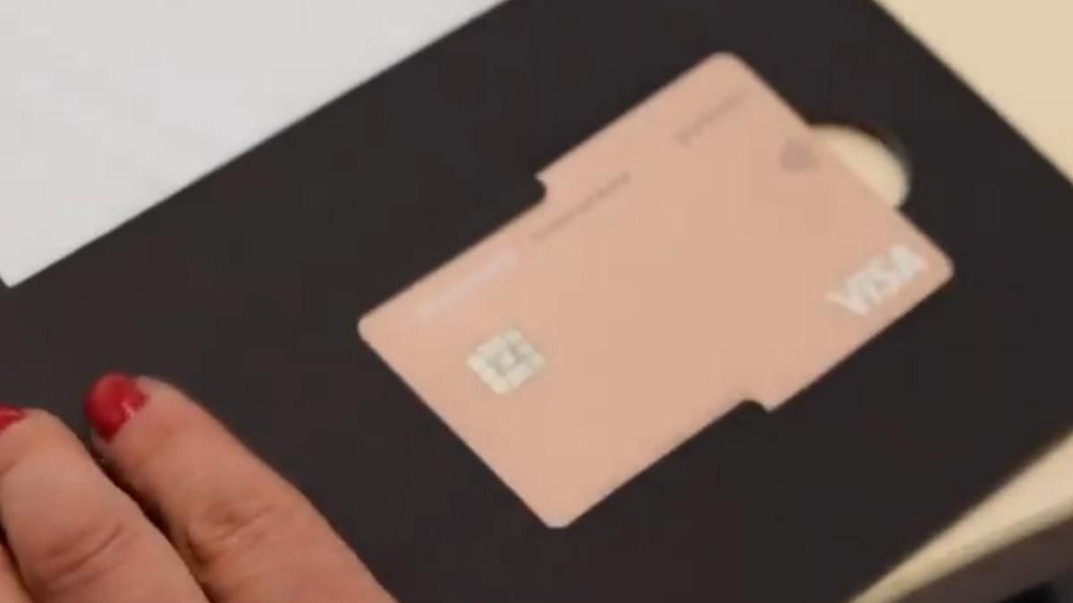 Monobank починає випускати платинові картки без номера