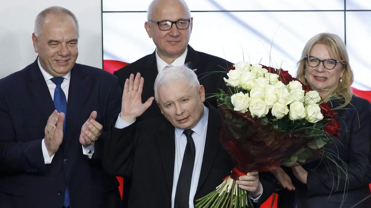 Ярослав Качинський святкує перемогу на парламентських виборах