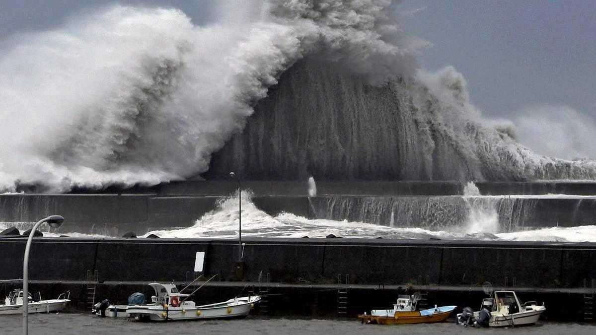 На Японію сунуть два потужні тайфуни: можливі повені, зсуви і шторм