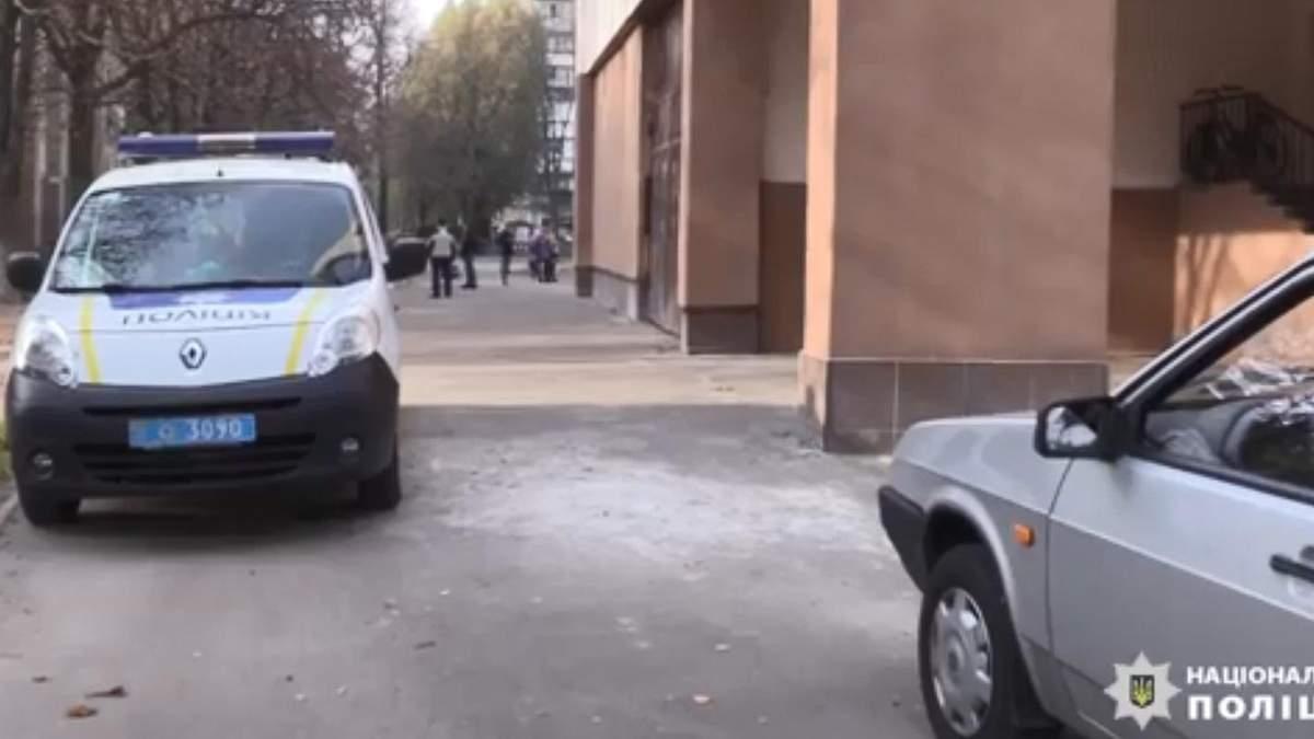 У Києві школярка на перерві вистрибнула з вікна четвертого поверху