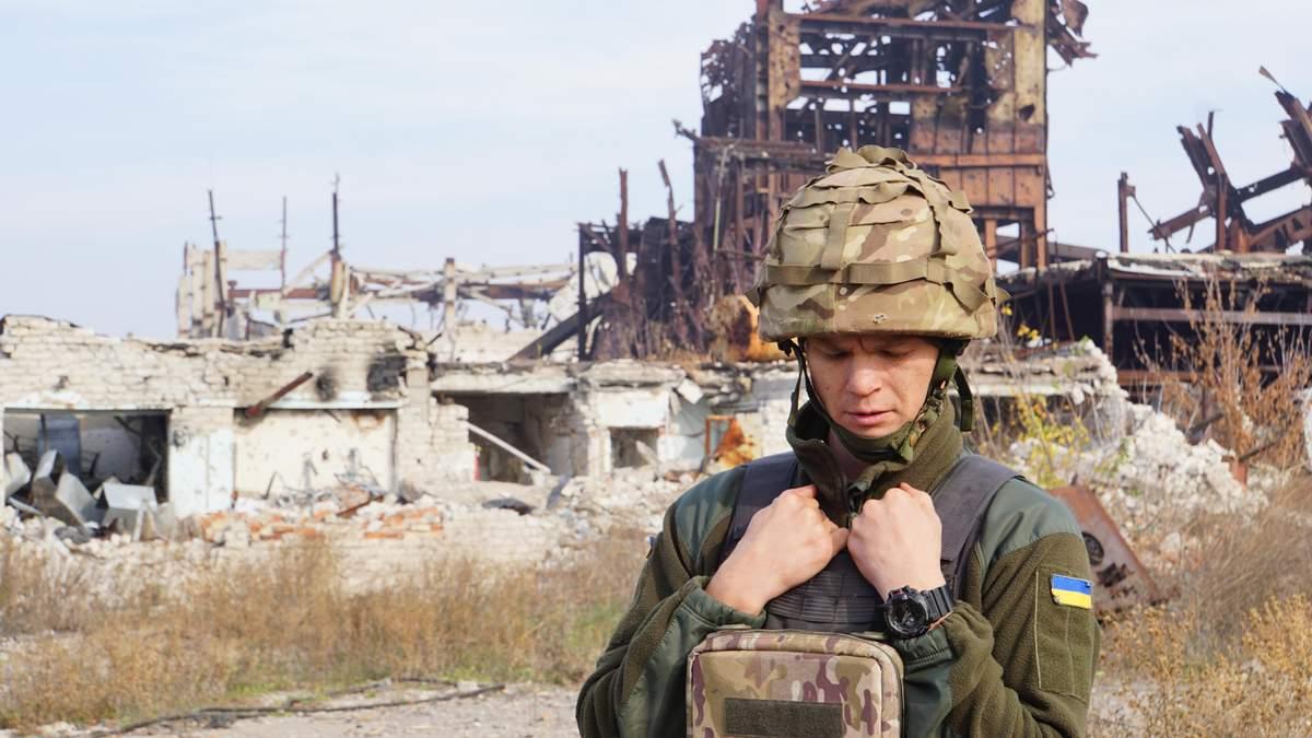 """Розтрощені будівлі, снаряди, полює снайпер: вражаючий репортаж з району """"Бутівки"""" на Донбасі"""