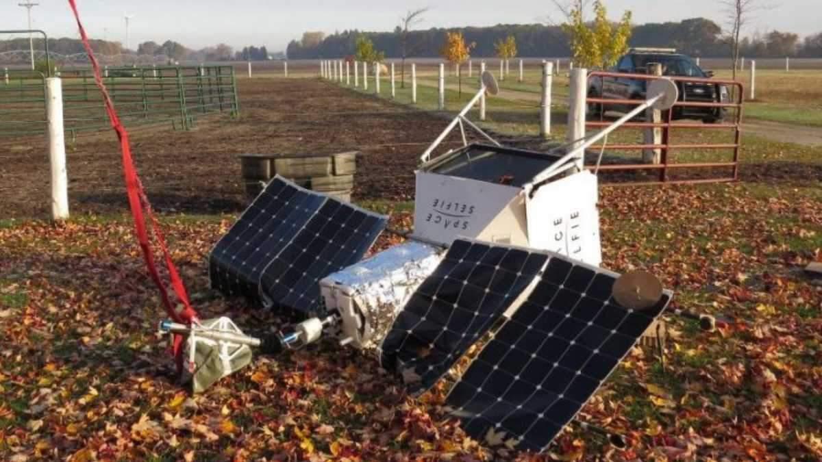 Спутник Samsung упал на ферму в США