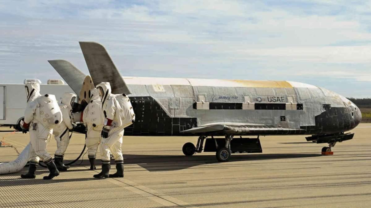 """""""Секретний"""" шаттл Boeing X-37B здійснив свій рекордний політ"""