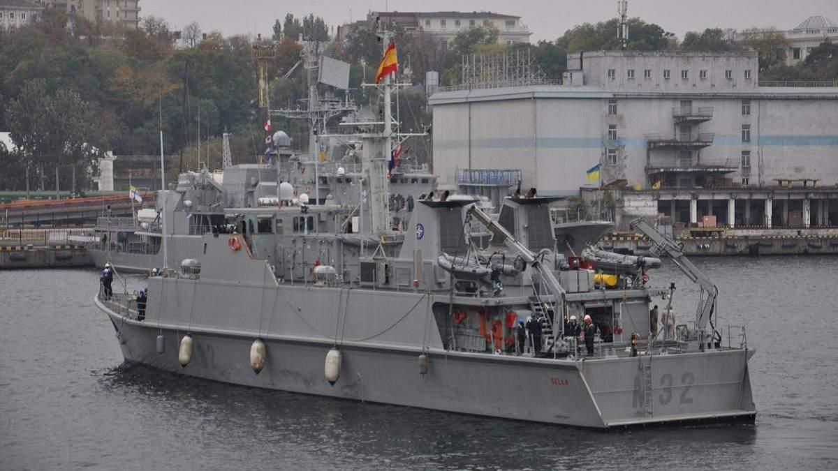 Четыре минных тральщика НАТО вошли в порт Одессы