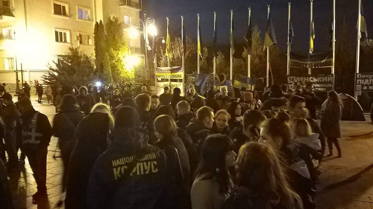 Под Офисом Президента состоялась акция против разведения войск