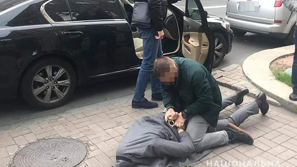 Співробітника НБУ затримали у Києві