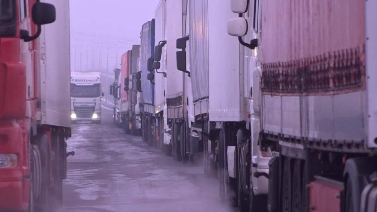 Черги на кордоні зі Словаччиною зросли вдвічі: відео