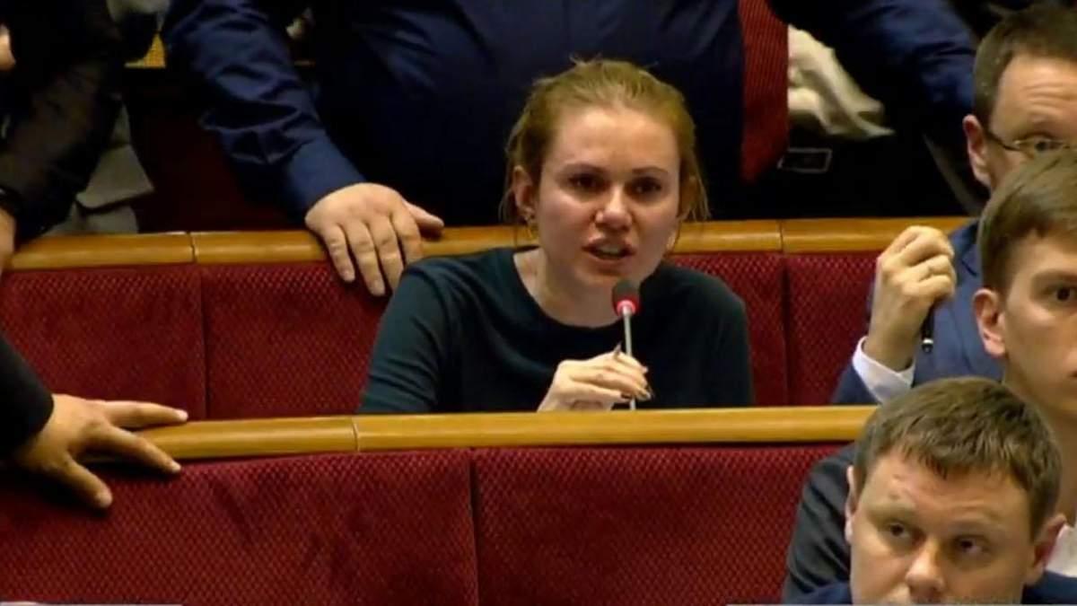Депутатка Слуги народу Ганна Скроход розплакалася у Раді - відео