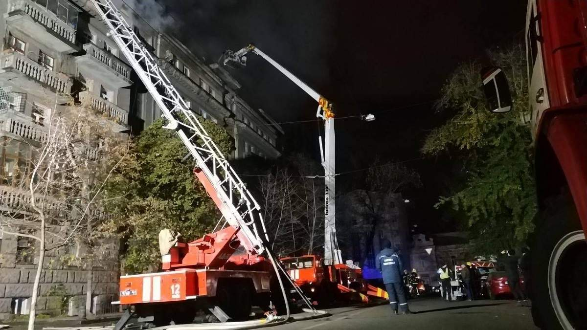 Пожар в Киеве на Пирогова удалось ликвидировать: фото