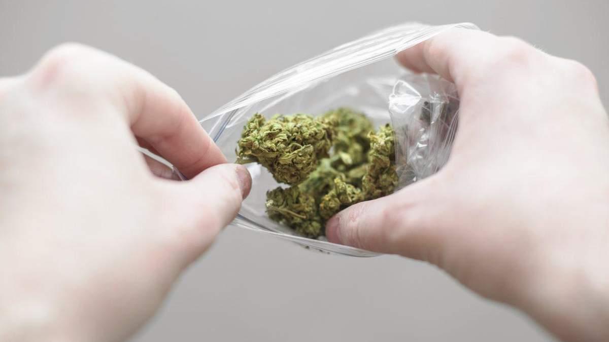 Пакетик з марихуаною витягли з носа австралійця через 18 років після потрапляння