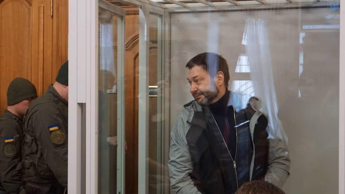 """""""Только-только выписали из больницы"""": пропагандист Вышинский не приедет на суд в Украину"""