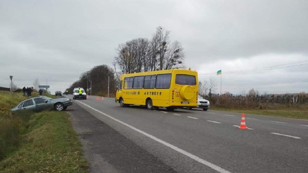 На Львовщине школьный автобус попал в аварию: много пострадавших