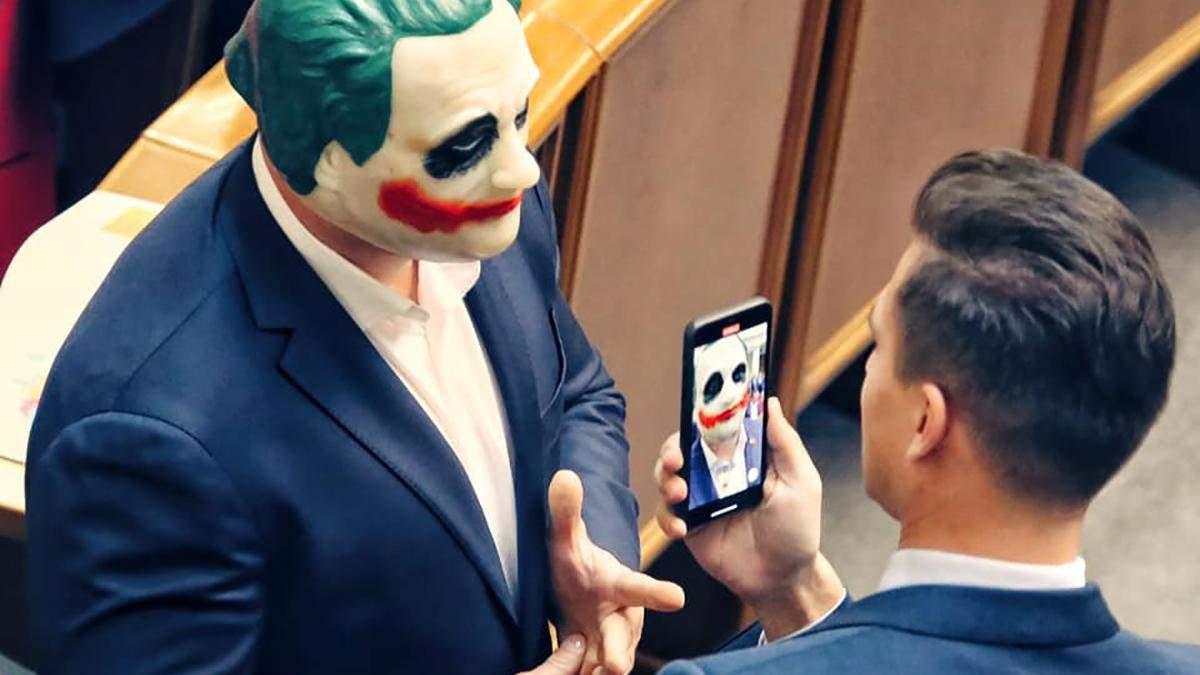 Ілля Кива в образі Джокера у Раді - відео, фото Джокера Киви
