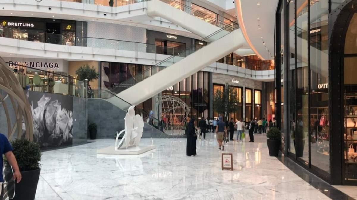 Найбільший торговий центр світу ТРЦ Dubai Mall затопило – фото, відео Дубаї