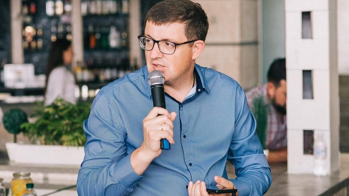 Павел Павлиш попался на нерабочем занятии на рабочем месте в зале парламента