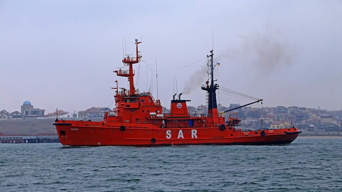 Захоплені українські кораблі наближаються до Очакова: карта