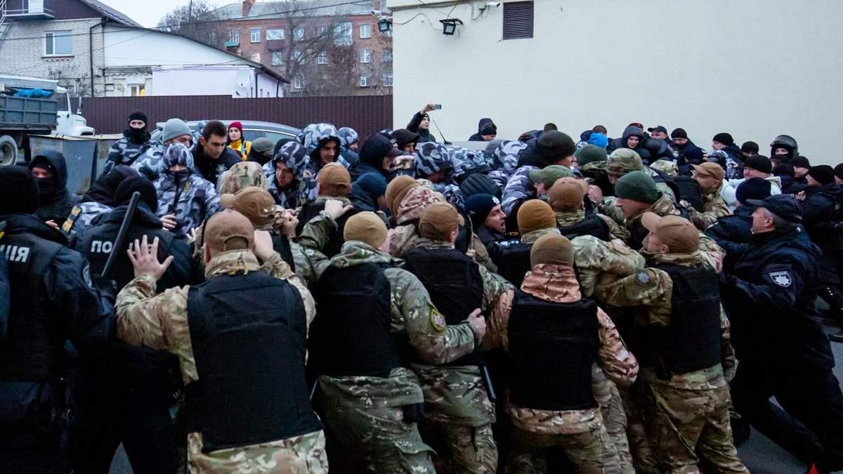 В Виннице пикет возле облэнерго завершился дракой с полицией: фото и видео