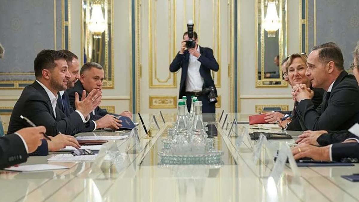 Зеленський обговорив з Маасом зустріч у нормандському форматі