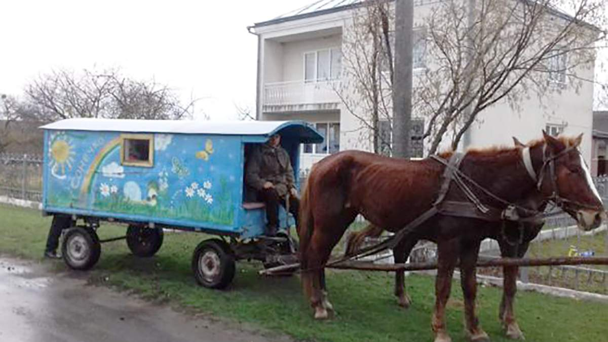 Діти з Рівненщини їздять до садка на саморобній кареті