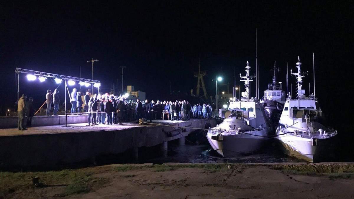 Росія заявляє, що віддавала кораблі цілими і унітази на місці