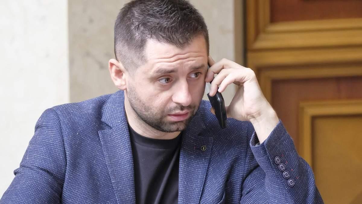 """""""Мы их трахнем, как следует"""": Арахамия прокомментировал давление на правоохранителей из Киева"""