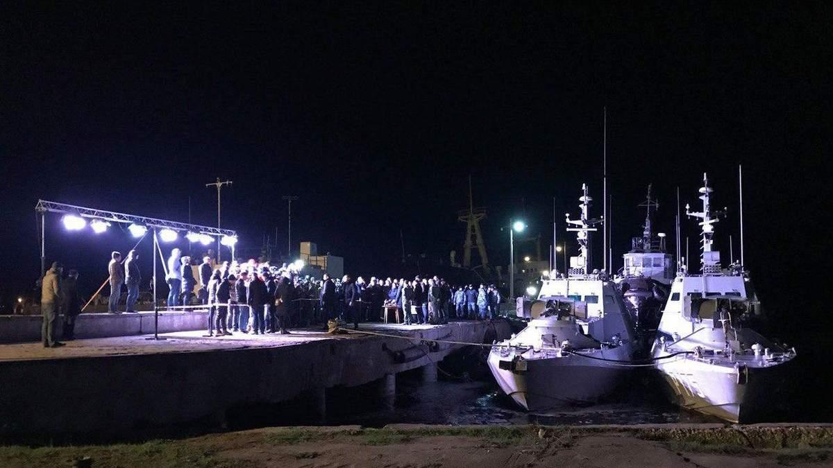 Зеленский в Очакове осмотрел возвращенные Россией корабли
