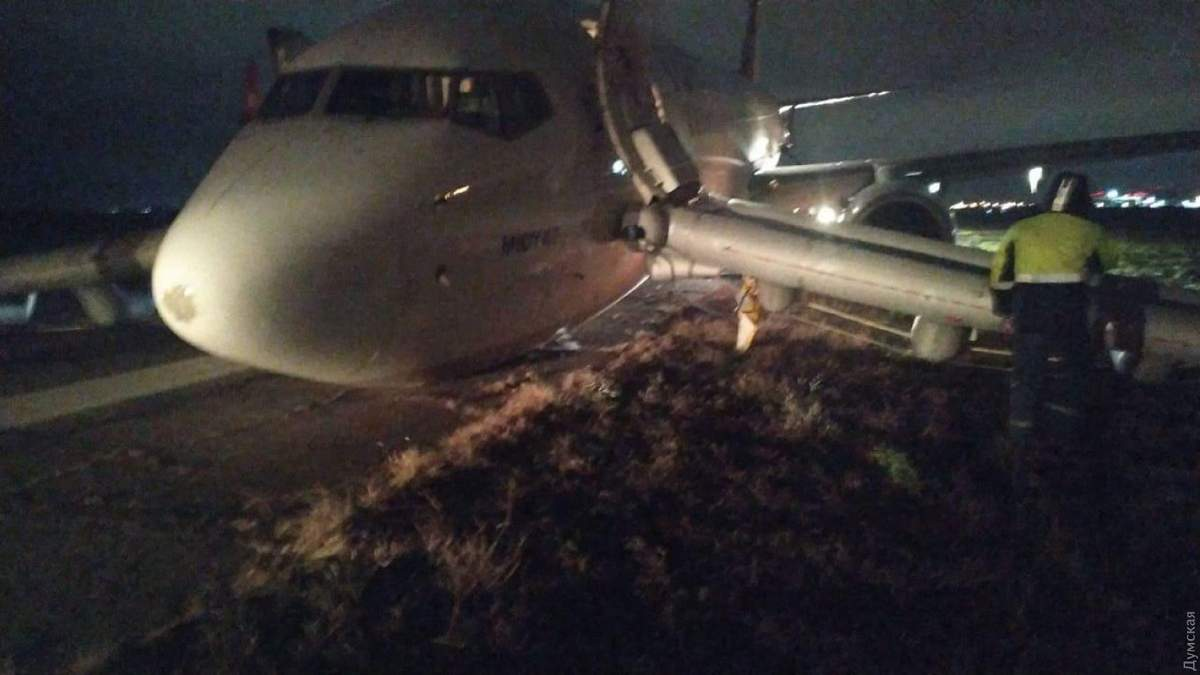 Из-за неудачной экстренной посадки самолета в аэропорту Одессы отменили утренние рейсы до 18-ти