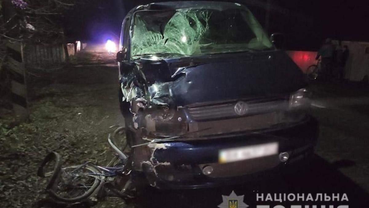 У Хмельницькій області під колесами авто загинули двоє велосипедистів