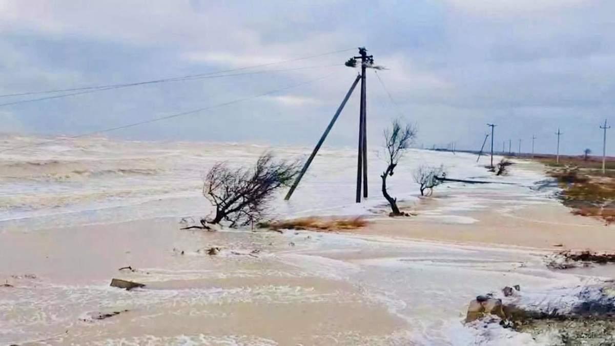 В Азовском море бушует мощный шторм