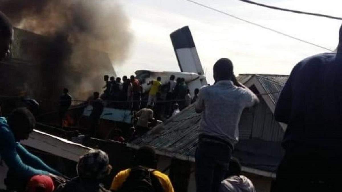 Внаслідок падіння літака у ДР Конго загинули 24 особи