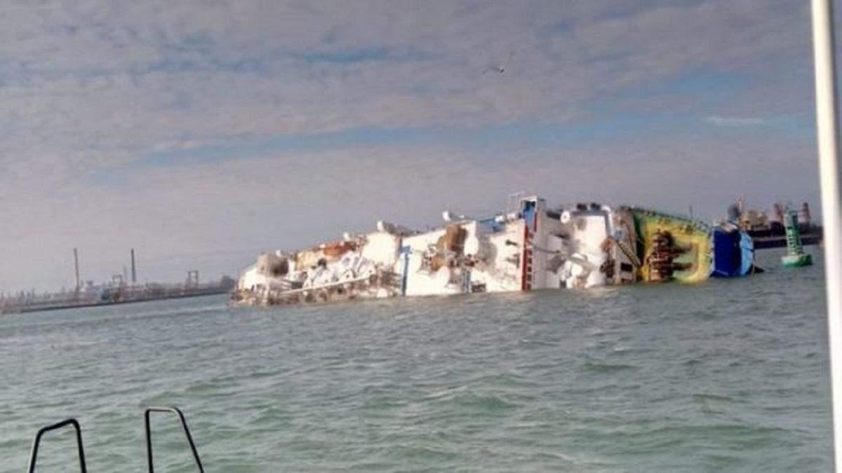Всех членов экипажа судна, которое перевернулось у Румынии, удалось спасти